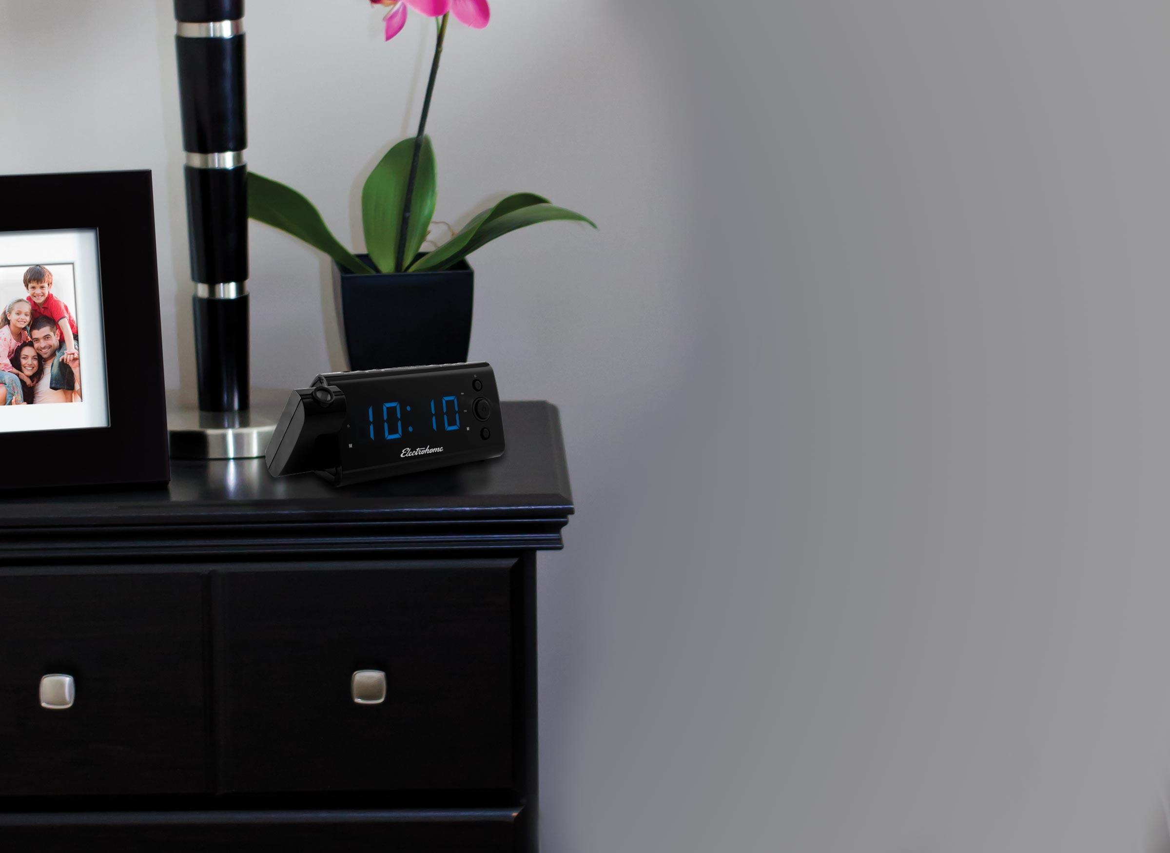 USB Charging Alarm Clock Radio